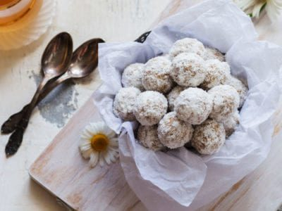 Chocolate, chickpea, fig and almond energy balls